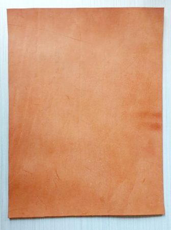 Bőr anyag 3x250-330x500mm növenyi cserésű natúr marhabőr